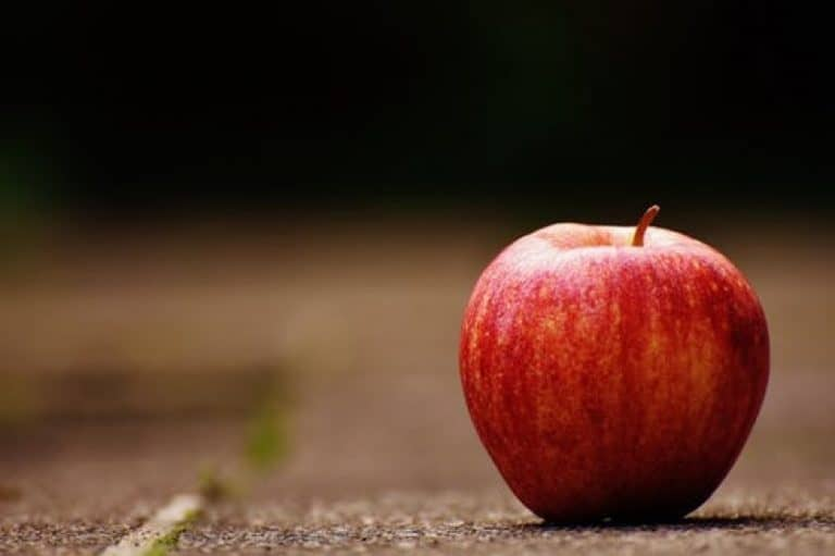 How will having apples affect my baby during pregnancy