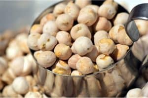 What are the nutritional benefits of chickpeas during pregnancy?