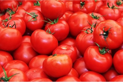 How do tomatoes help during pregnancy
